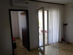 Apartman Jelena 4 - Dnevni boravak i ulaz u spavaću sobu