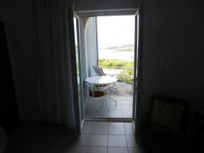 Apartman Jelena 5 - Dnevni boravak i pogled na terasu